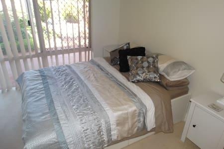 Comfortable ground floor double room near coast - Innaloo - House
