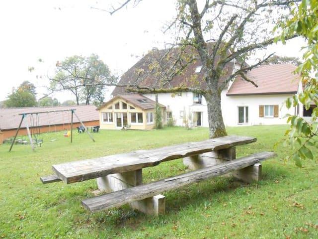 Studio jardin 2 chambres à la ferme de Montard