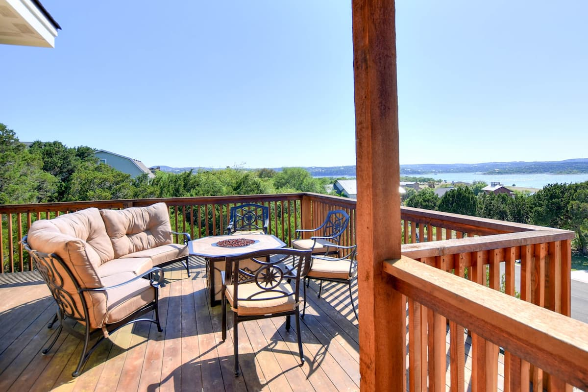 Enjoy a Getaway at Greystones on Lake Travis