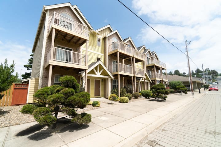 Have Fun at The Beach From This Beautiful Townhouse