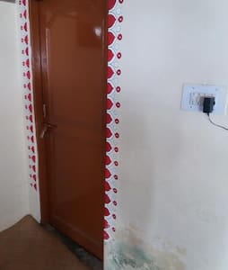 ANANDAM HOME STAY GROUND FLOOR ROOM / unit one - Dharamshala