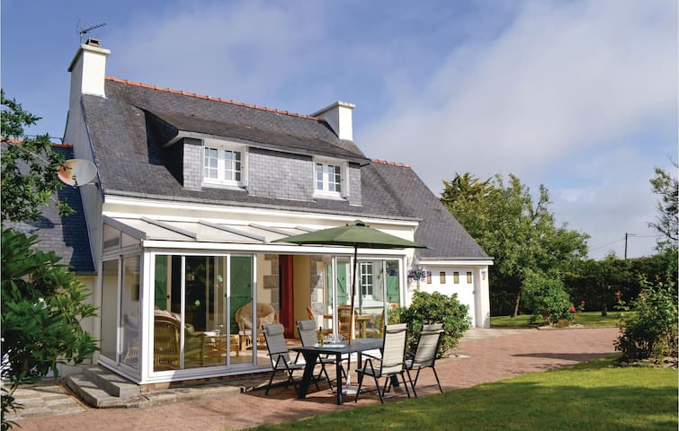 Holiday cottage with 3 bedrooms on 93m² in Riec Sur Belon