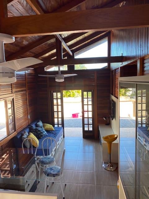 Casa aconchegante novíssima Enseada próx Mar Wi-Fi