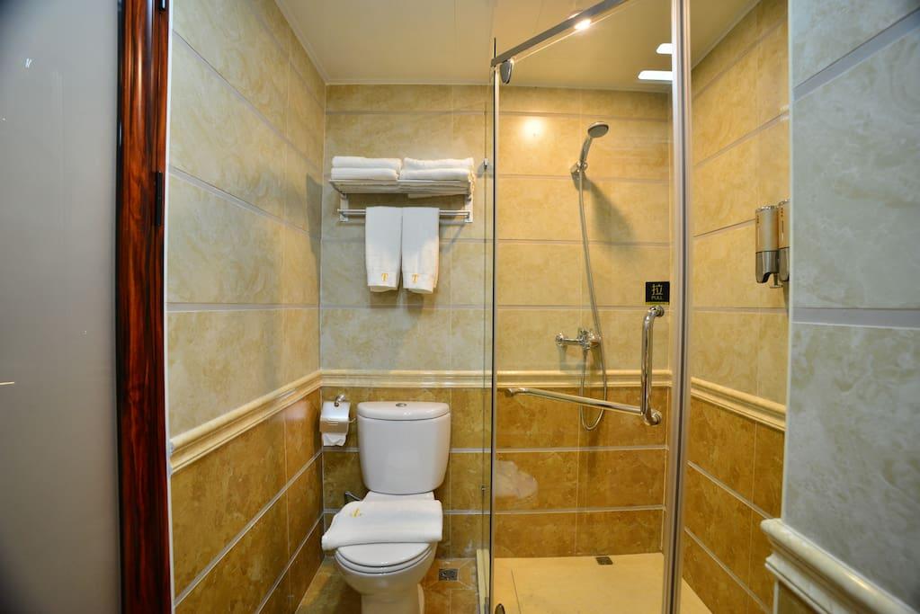 干湿分离的浴室+800克浴巾+家庭装洗发水、沐浴露