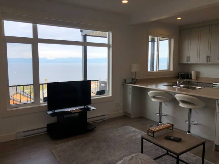 Ocean view private suite close too mall an beach