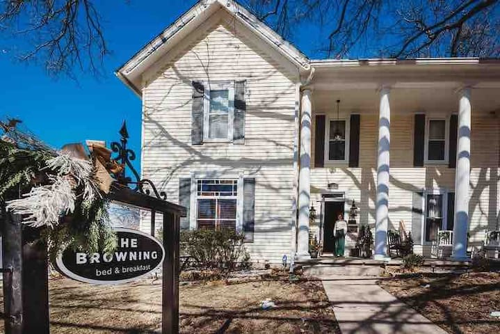 The Historic Browning Inn (whole house rental)