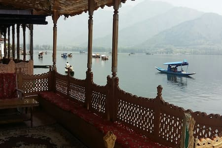 Rooms in luxury House boat, Humayun - Srinagar