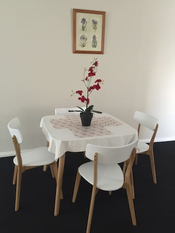 Clean, Cosy & Centralise location - Tuart Hill - Apartment