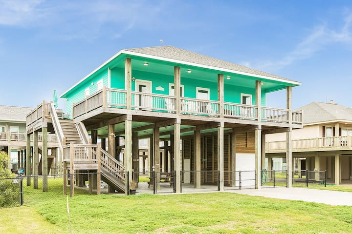 Coastal home 600 feet from the beach w/ wrap-around deck - 2 dogs OK!