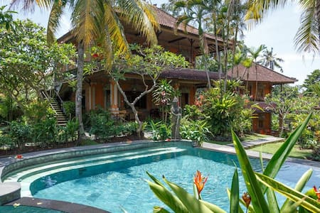 Basic budget room in central Ubud for backpackers