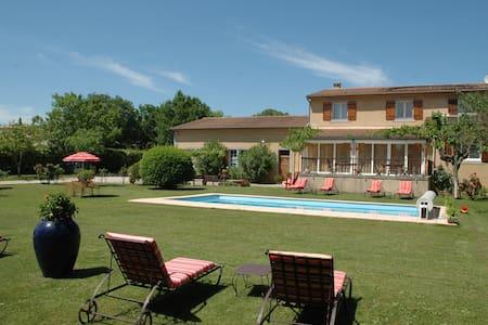 Pèbre d'Ase, ch. de charme en Ardèche méridionale - Berrias-et-Casteljau