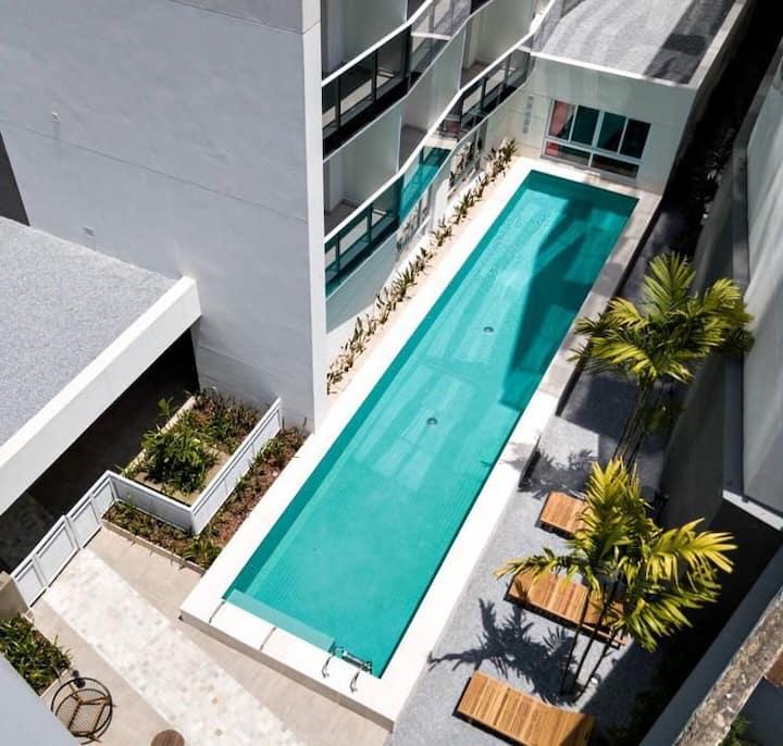 Apartamento lindo, centro, piscina.  Metrô 101