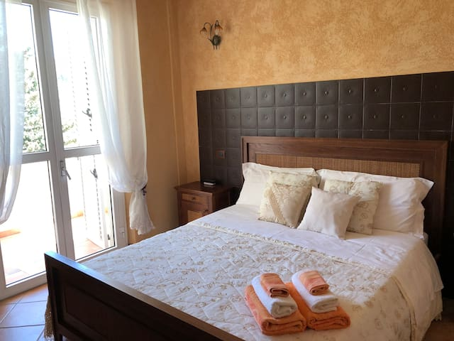 La Collina Bed & Breakfast and Restaurant