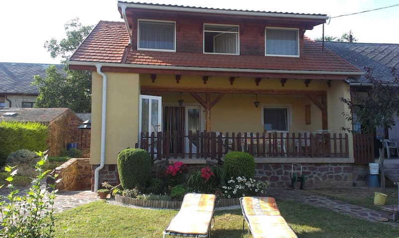 Beautiful accommodation with garden - Balatonszepezd - Apartament