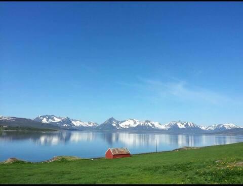 Besøk Borkenes- kort vei til Lofoten og Andøy!
