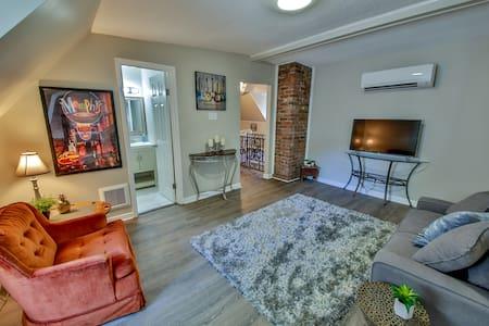 Unique Midtown Upper Level Suite