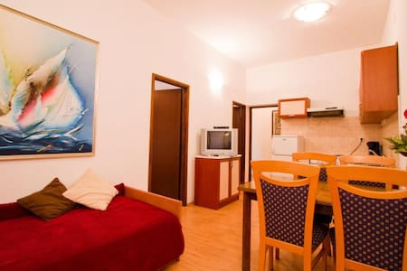 Apartment on the ground floor Zeljko 378, Njivice - Njivice