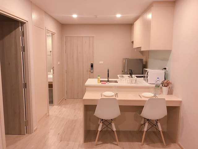 1BR Condo Close to BTS On Nut Station