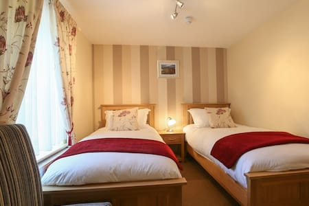 Brackley Oaks B&B - Brackley