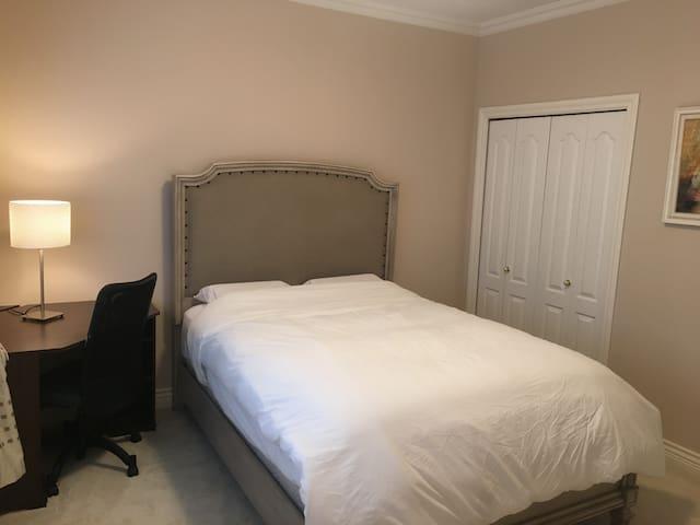 RB CloudCradle Luxury Cozy bedrooms (Room 3)