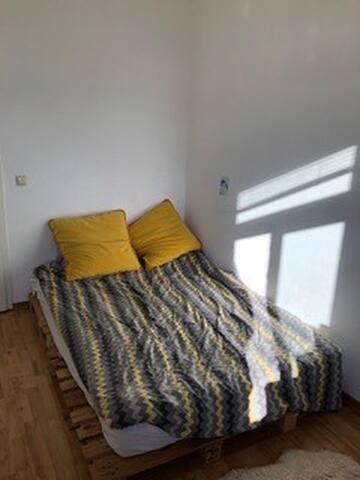 Cozy room close to public transport in Prenzlberg