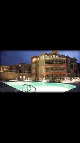 Vernon @The Strand Resort, high-end 1bdrm sleeps 4