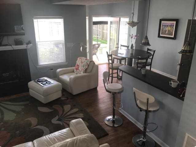 KY DERBY HOME-2BR/2BTH RENTAL - Louisville - Hus