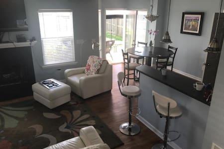 KY DERBY HOME-2BR/2BTH RENTAL - Louisville - Haus