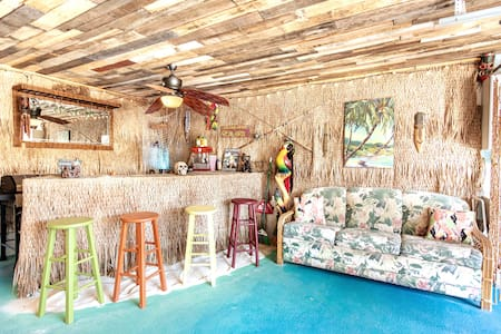 Tiki Paradise-Game Room/TikiBar-Gated Beach Access