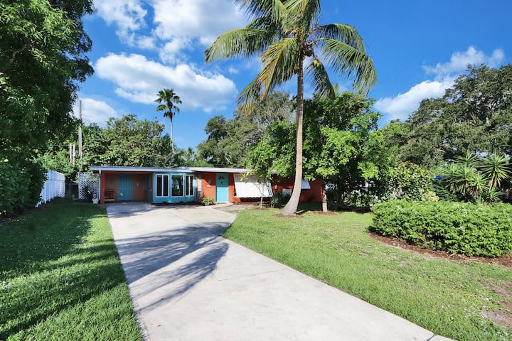 Old Florida Key West cottage w/ river access
