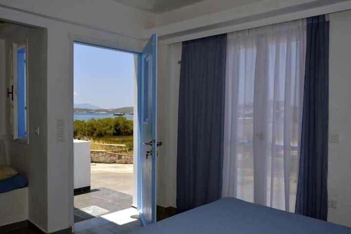 Amethystos room with view to Milos island