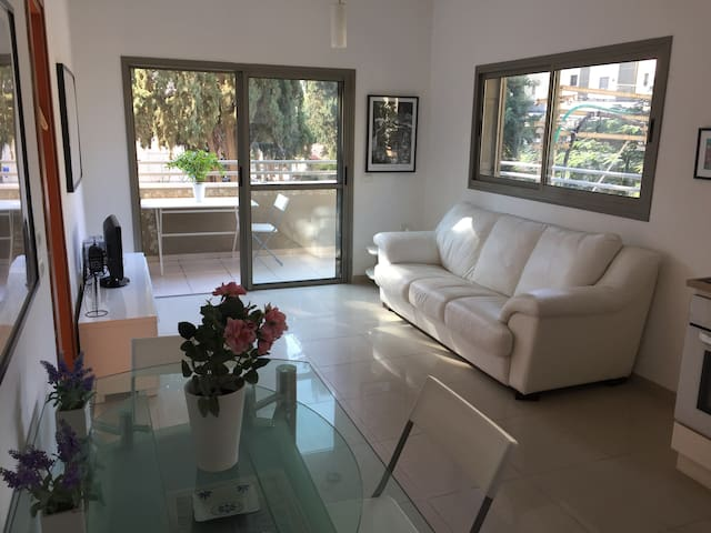 Sunny 3 rooms Apartment + parking next to Sarona - Tel Aviv-Yafa - Daire