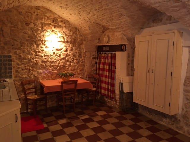 """""""Al 15"""" Casa Vacanze nel Borgo Antico di Martina F"""