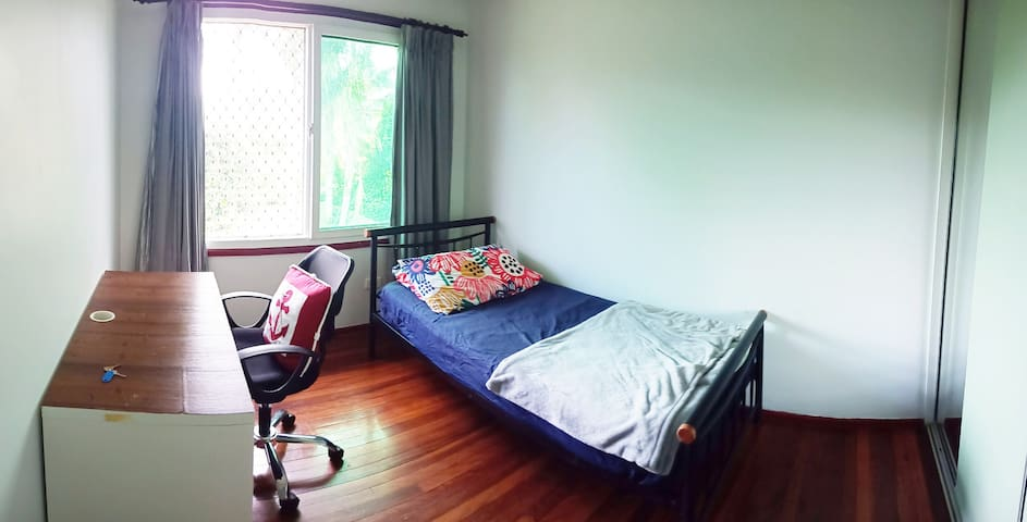 Comfy single bed room in good location 舒適單人房 H204