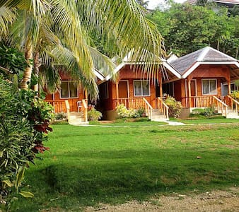 Cliff Side Beach Resort and Cottages - Larena