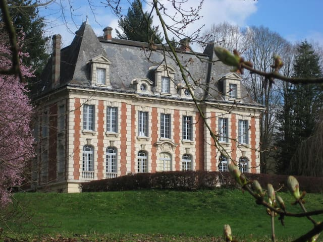 Château de Pancy - Lys rouge - Pancy-Courtecon