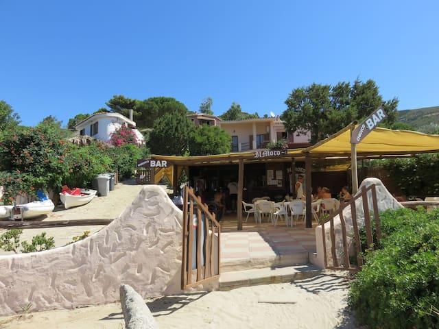 bar in Genn'e Mari's beach
