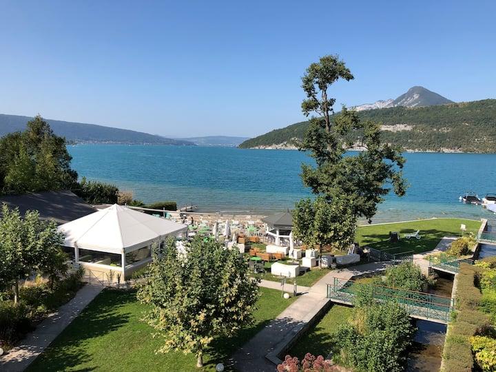 Logement atypique avec vue panoramique lac Annecy