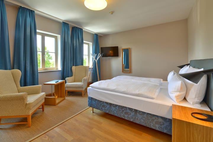Vogelsburg (Volkach), Doppelzimmer Auslese mit Ausblick auf die Weinberge