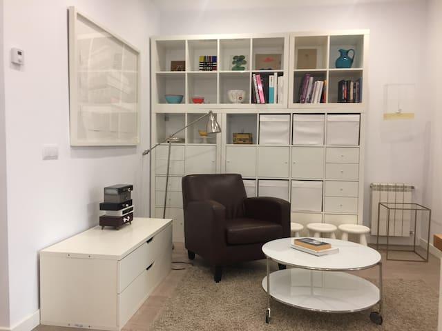 Madrid Apartment: Art and Design