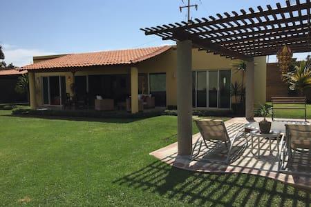 Hermosa Casa Las Ceibas en Ajijic - Ajijic - Hus