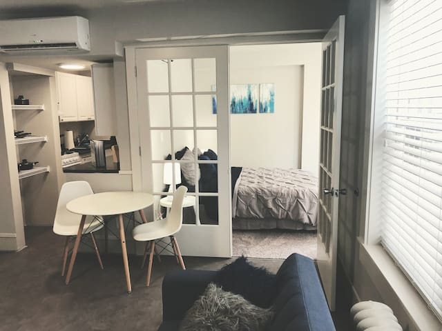 Cozy Apartment in Midtown Omaha