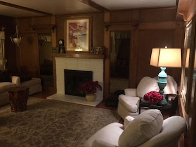 Executive and Family Friendly Rental Bakersfield - Bakersfield - House