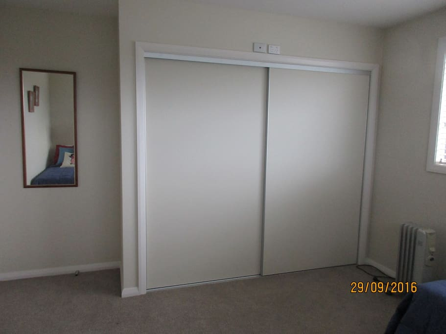 Double wardrobe with drawers