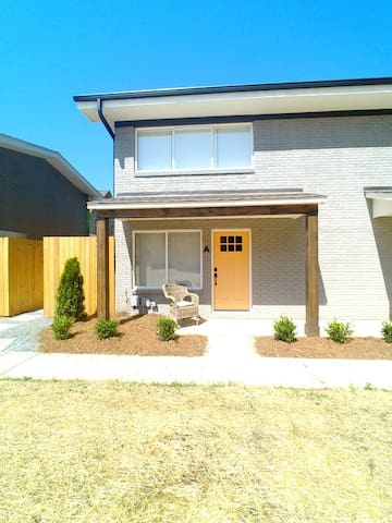 ***2 Miles from Uptown Charlotte (310 C)***
