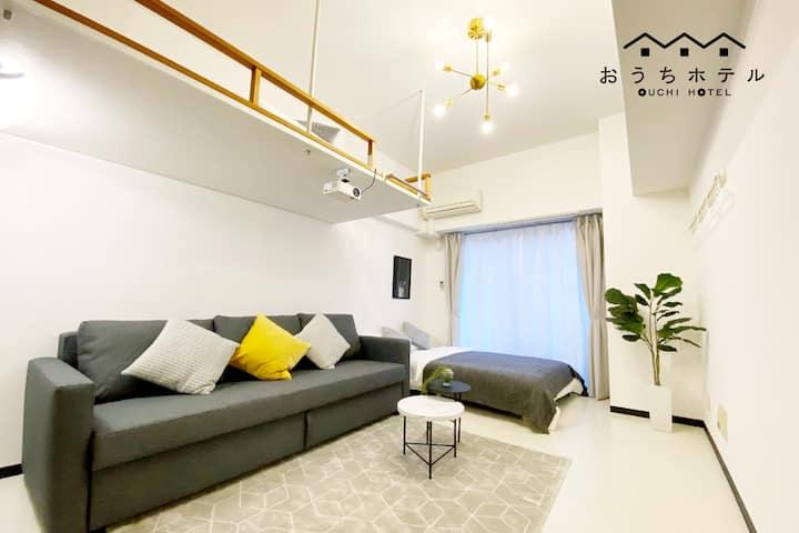 GH31 距廣島車站1.4km。寬敞一室型房間。徒步即有超市、服裝店、餐廳,滿足您購物和逛街的需求。