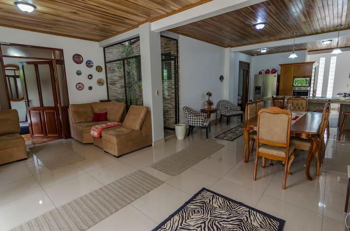 Casa Burio -Fully Equipped A/C - Wifi TV