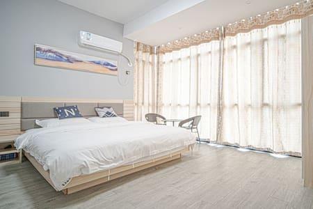 温泉度假区阳光大床房