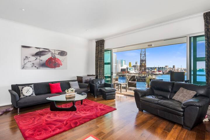 Waterfront Wonderland! Princes Wharf Apartment 1223