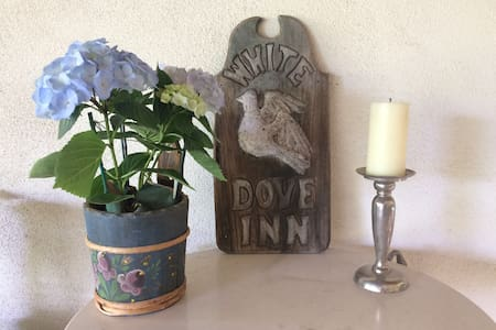 White Dove Inn, private studio at our home - Thousand Oaks - Rumah
